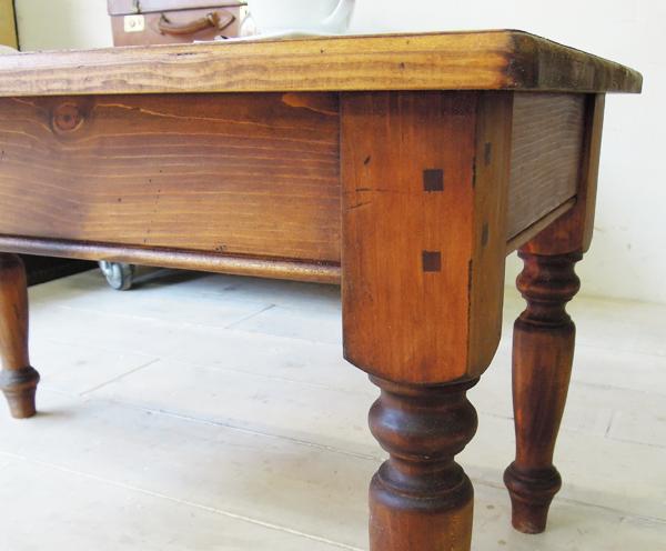ダークブラウン色ローテーブル