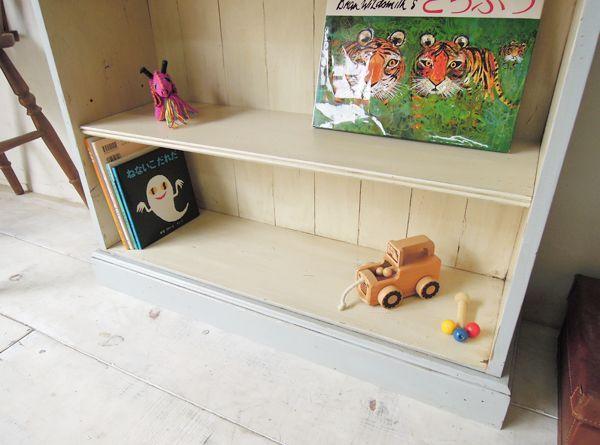 かわいい子供部屋の本棚