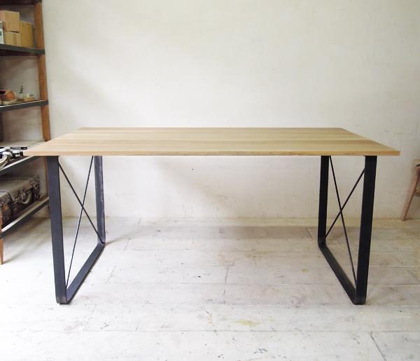 鉄脚ダイニングテーブル、ホワイトオークを使ったアイアンレッグダイニングテーブル