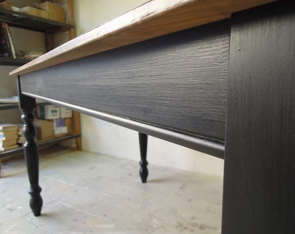 艶有りブラックペイントテーブル
