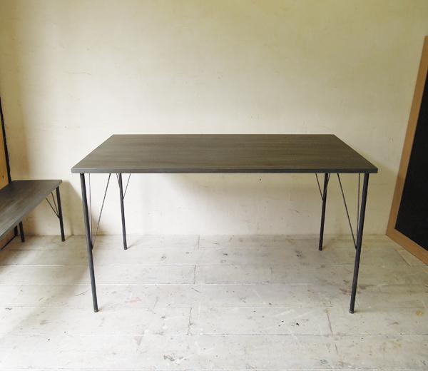 グレーテーブル,鉄脚