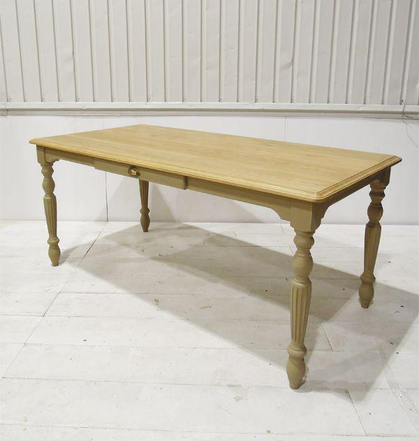 デコラティブなターンドレッグテーブル