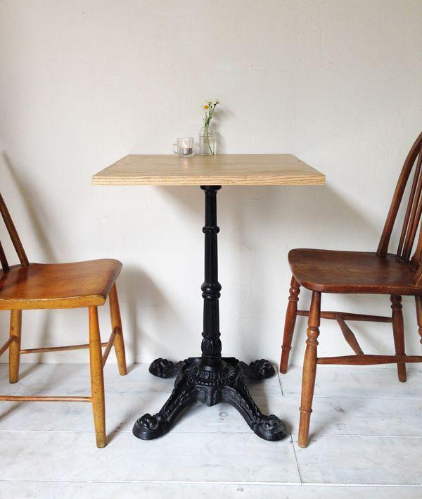 飲食店カフェ向けのアイアンテーブル600角、ホワイトアッシュ無垢板