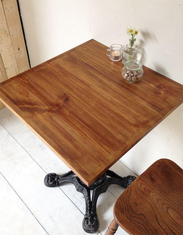 パイン材を使った鉄脚テーブル