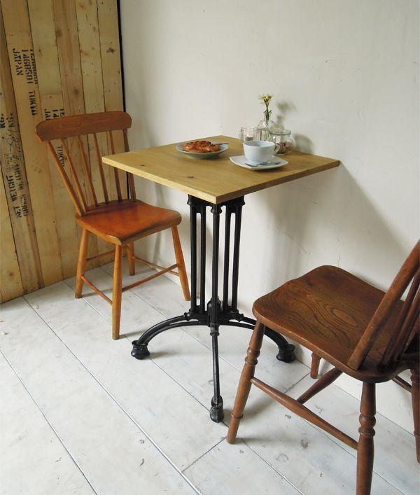 飲食店カフェスタイルの鉄脚ダイニイグテーブル500角、パイン無垢板