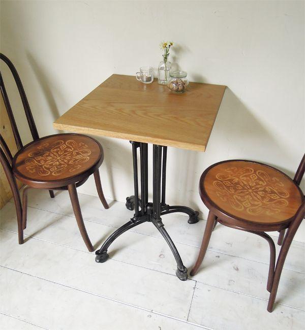 飲食店カフェスタイルの鉄脚ダイニイグテーブル500角、ホワイトオーク無垢板
