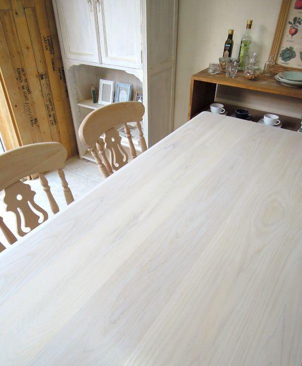 タモ材を使った天板のダイニングテーブル