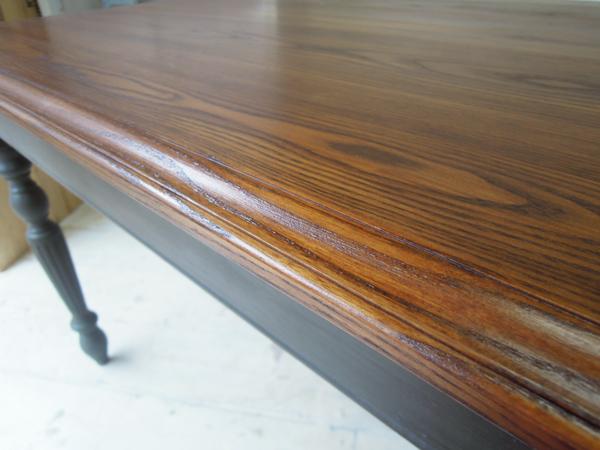 水拭きも出来るウレタン仕上げダイニングテーブル