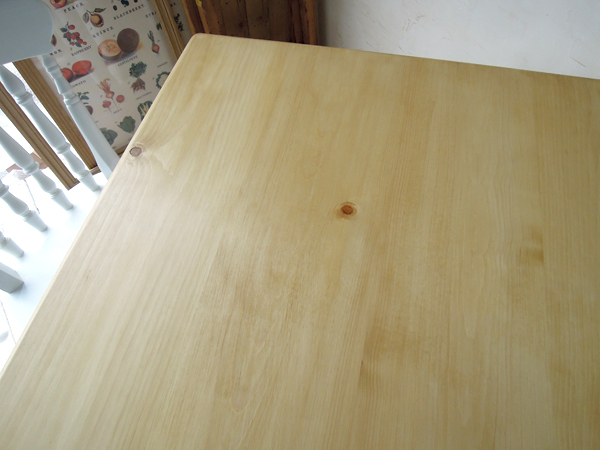 パイン材ダイニングテーブル節少なめ
