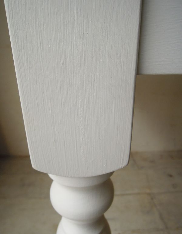 石灰塗料のダイニングテーブル