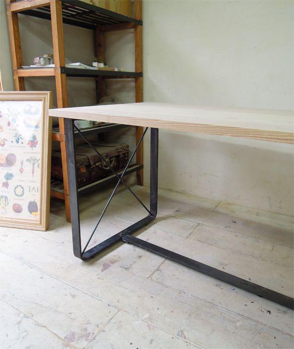 インダストリアルアイアンテーブル