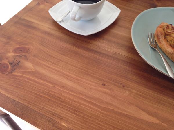 業務用鉄脚テーブル、ブラウンパイン無垢材
