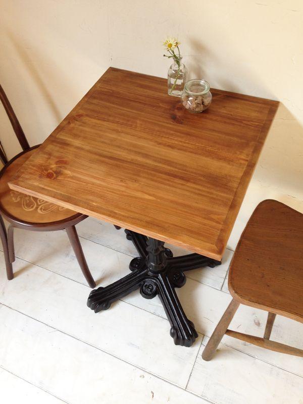 ナチュラルな雰囲気の鉄脚テーブル