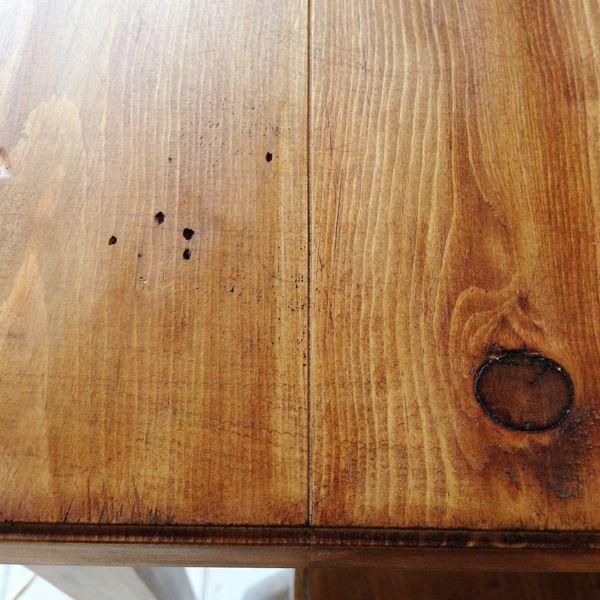 アンティーク加工をしたパインテーブル
