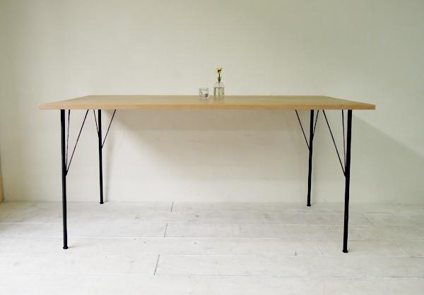 インダストリル鉄脚ダイニングテーブル、アイアンとオーク無垢材
