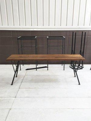 鉄脚にパインやオークの無垢板を載せた、サイズオーダーができるベンチです