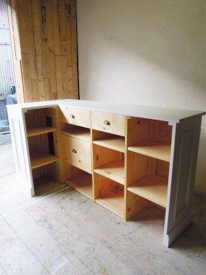 引出しや可動棚、固定棚など業務に合わせた収納をご相談ください