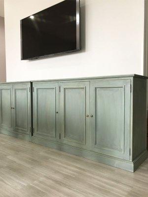 扉の中は取り外し可能な棚板が5枚ずつ入っている壁面収納です。