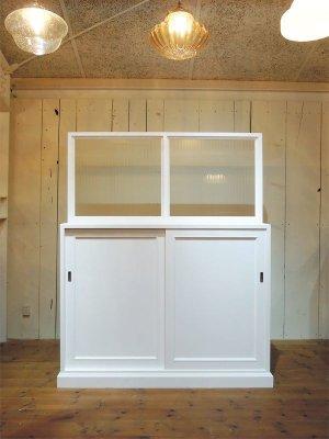 見た目にかわいい店舗什器、お店の用途に合わせた収納家具です。