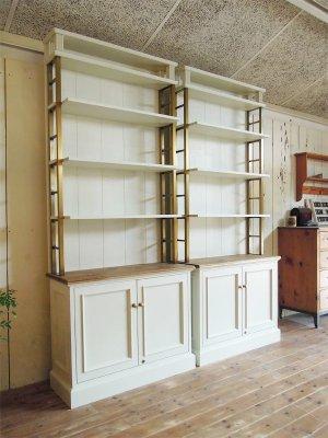 真鍮枠のディスプレイシェルフなど、店舗什器のオーダーメイド専門店です。