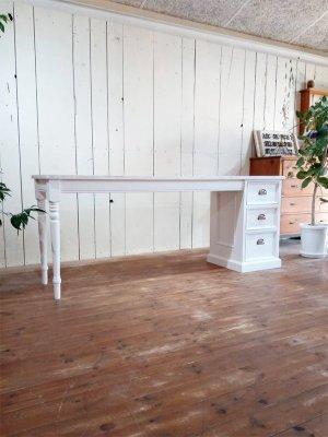 アンティーク調デザインのネイルテーブルをオーダーメイドで製作します。