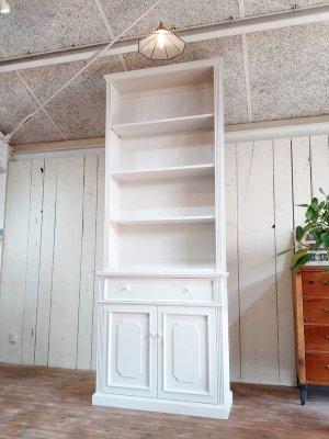フランスアンティーク家具をイメージしたオープンキャビネット、陳列ディスプレイと収納を兼ねた店舗什器