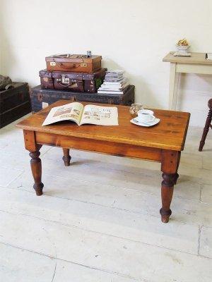 アンティーク調のパイン材ローテーブル