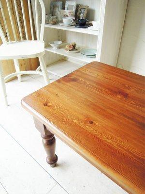 サイズ900x500のアンティーク調ローテーブル