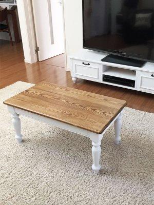 ターンドレッグ(ろくろ脚)のローテーブル、クラシックな雰囲気に