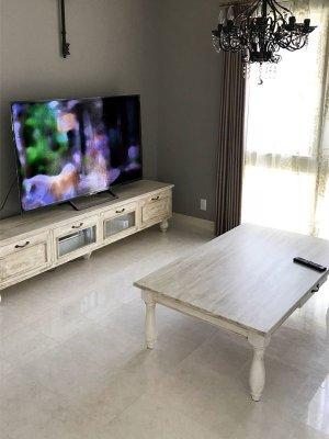 フランスアンティークをイメージしたオーダーメイド家具を製作しています。