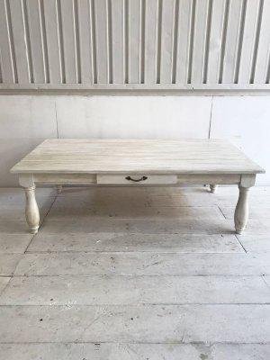 こちらはW1400×D800とダイニングテーブルサイズのローテーブルです。