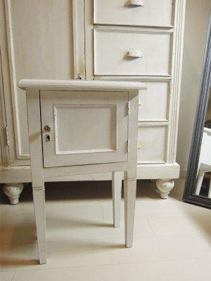シャビーシックな小家具のオーダーメイドは当店にお任せください。