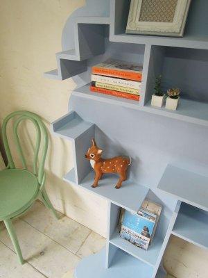 木の形の本棚