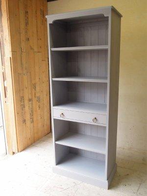 写真はW725×H1870、サイズオーダーもできる本棚です