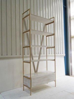 オーダーメイドで作るかわいいディスプレイシェルフ、写真は幅800×高さ1800
