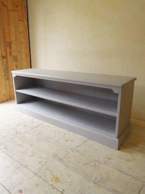 フランス家具をイメージしたローワイドのブックシェルフW1600。