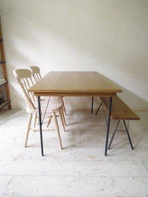 ホワイトオーク無垢材天板とアイアン鉄脚のコラボテーブル