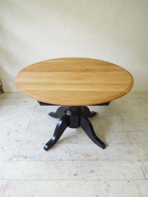 丸天板のテーブルは話が盛り上がり易く、飲食店におすすめです