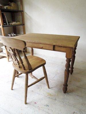 イギリスアンティーク家具のようなパインテーブル