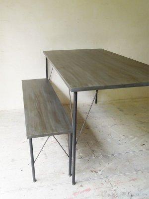 かっこいい男前のインテリア、シンプルなライフスタイルにお勧めの鉄脚テーブル