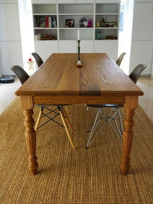 W2400の大きなダイニングテーブル、レッドオーク無垢材を使っています
