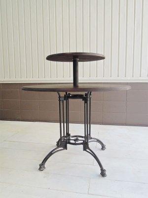 鉄脚とホワイトアッシュ無垢材の丸天板を合わせたテーブル