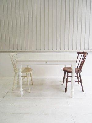 引出し2杯付きのダイニングテーブル、写真はW1100×D850