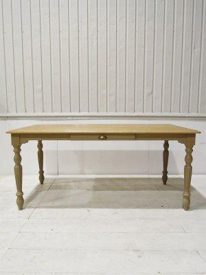 写真はW1600×D800×H700と少し低めのソファ向けテーブル。