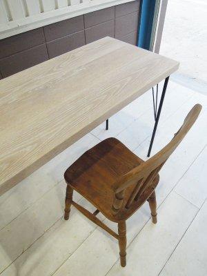 40mmの分厚いホワイトオーク材を天板に使った、ワークテーブルです。