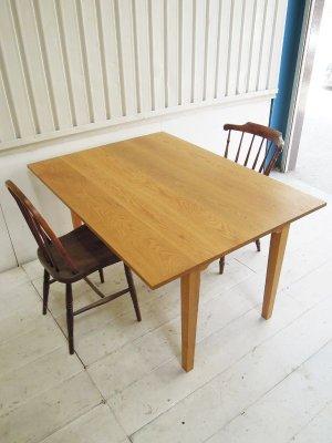 普段はW1350のコンパクトなダイニングテーブルとして使えます。