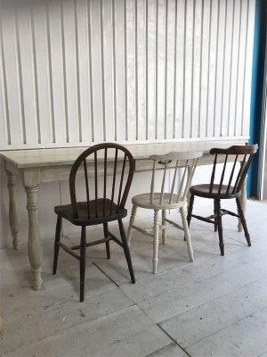 W2000サイズは椅子を3脚ゆったり並べられます。