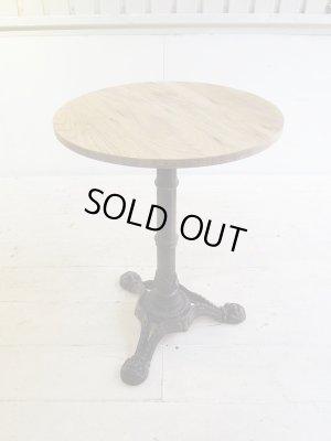 天板は直径550mm、二人使いにぴったりの丸テーブルです。