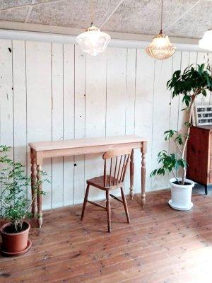 メイク台やちょっとした作業スペースに、アンティーク調デザインのコントーソルテーブルです。