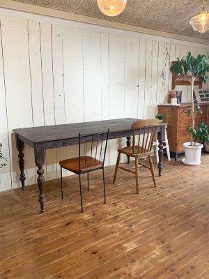 ダークトーンのダイニングテーブル、アンティーク家具がお好きなあなたに!